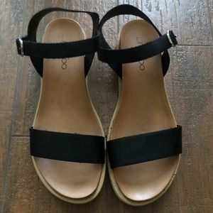 Me Too Black/Tan Sandal with White Sole Size 8